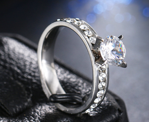 Top Rated Fashionable Four Claws Crystal Bridal Ring