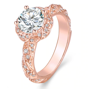 Luxurious Full Zircon Engagement Ring