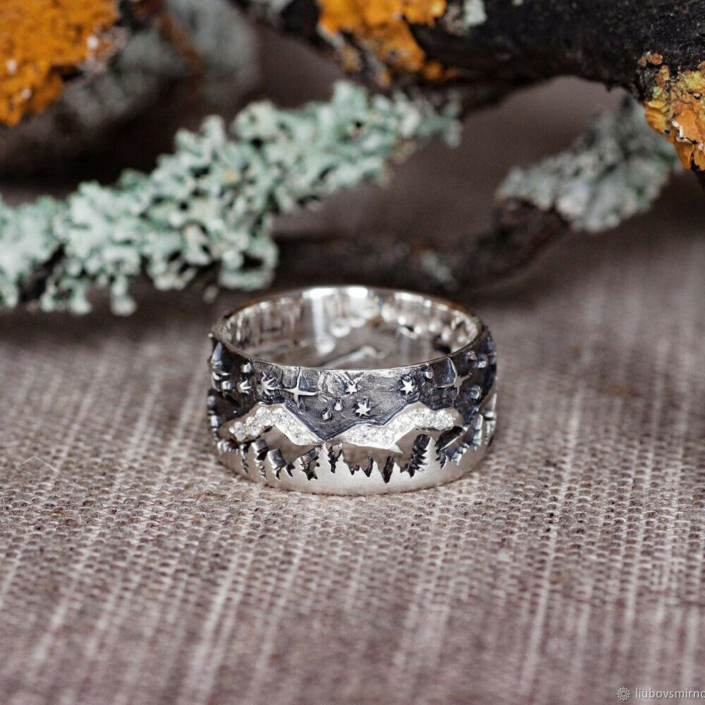 Unique Design Wolf walking Couple Ring