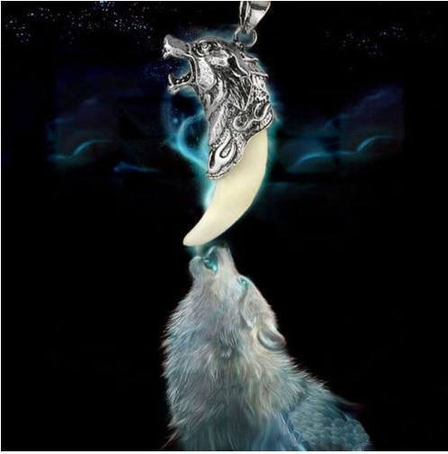 Free Jewelry - WOLF PENDANT - Clever Clad