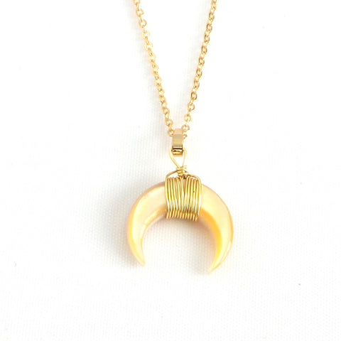 "Crescent Moon Pendant 18"" Necklace *click for more colors - Estilo Concept Store"