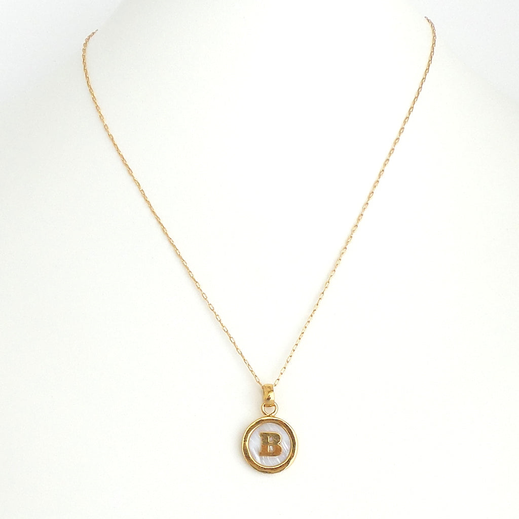 Small Mother of Pearl Initial Necklace - Estilo Concept Store