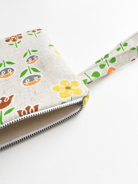 Blooming Floral Vintage Fabric Wristlet Clutch