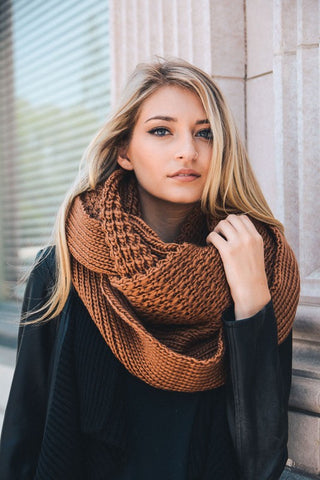 Chunky Knit Infinity Scarf in Camel