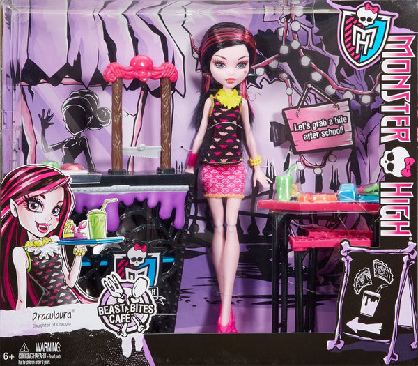 monster high beast bites cafe draculaura doll playset toot 39 s toys. Black Bedroom Furniture Sets. Home Design Ideas