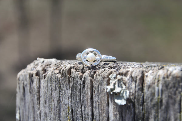 Polocrosse ring with pearl
