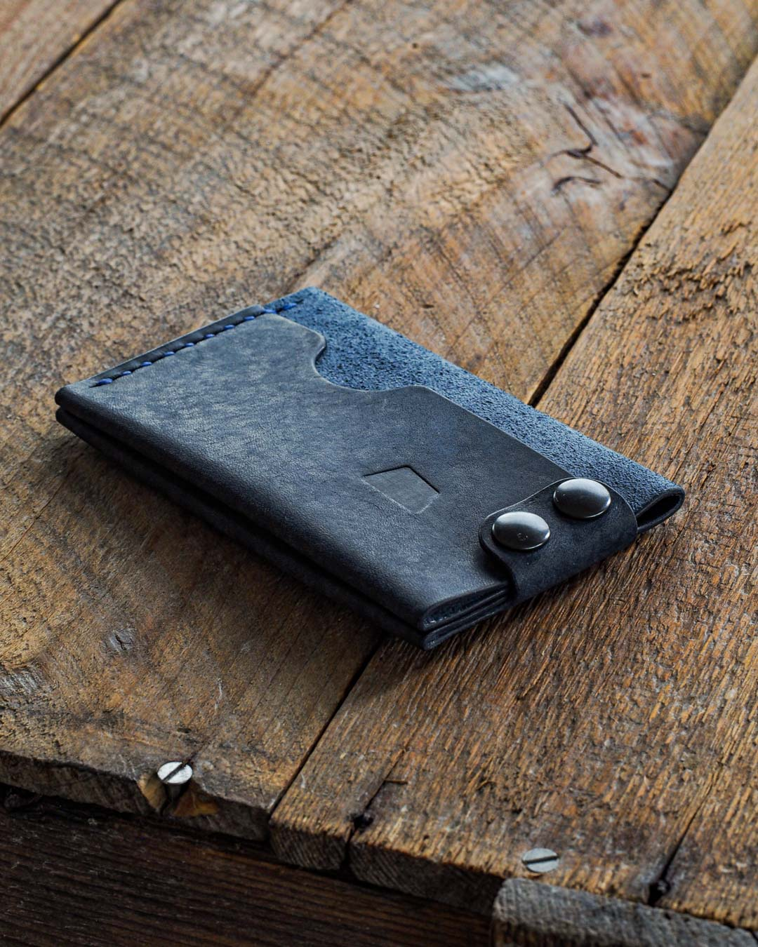 Luava handmade leather wallet. Handcrafted card holder. Made in Finland. Maya Chocolate veg-tan leather by an Italian tannery Conceria Il Ponte.