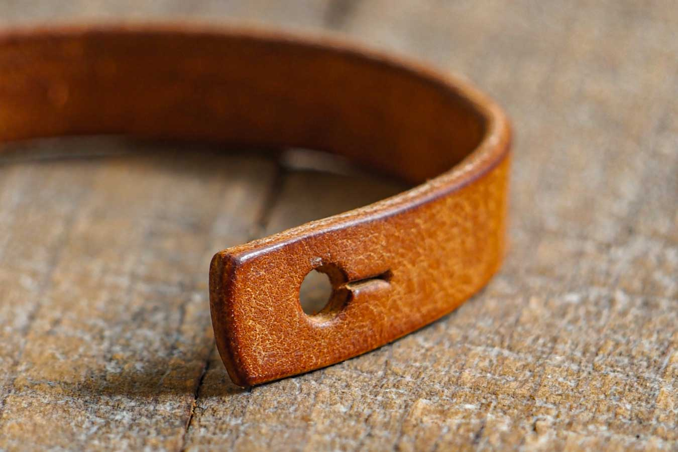 Luava leather wrist band badalassi carlo pueblo leather cognac