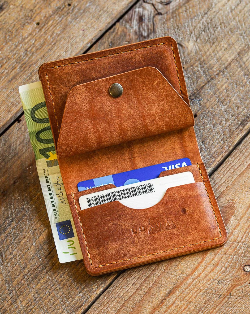 Luava handmade leather wallet KOLOSS pine card holder cardholder handcrafted pecos raw whiskey front open in use