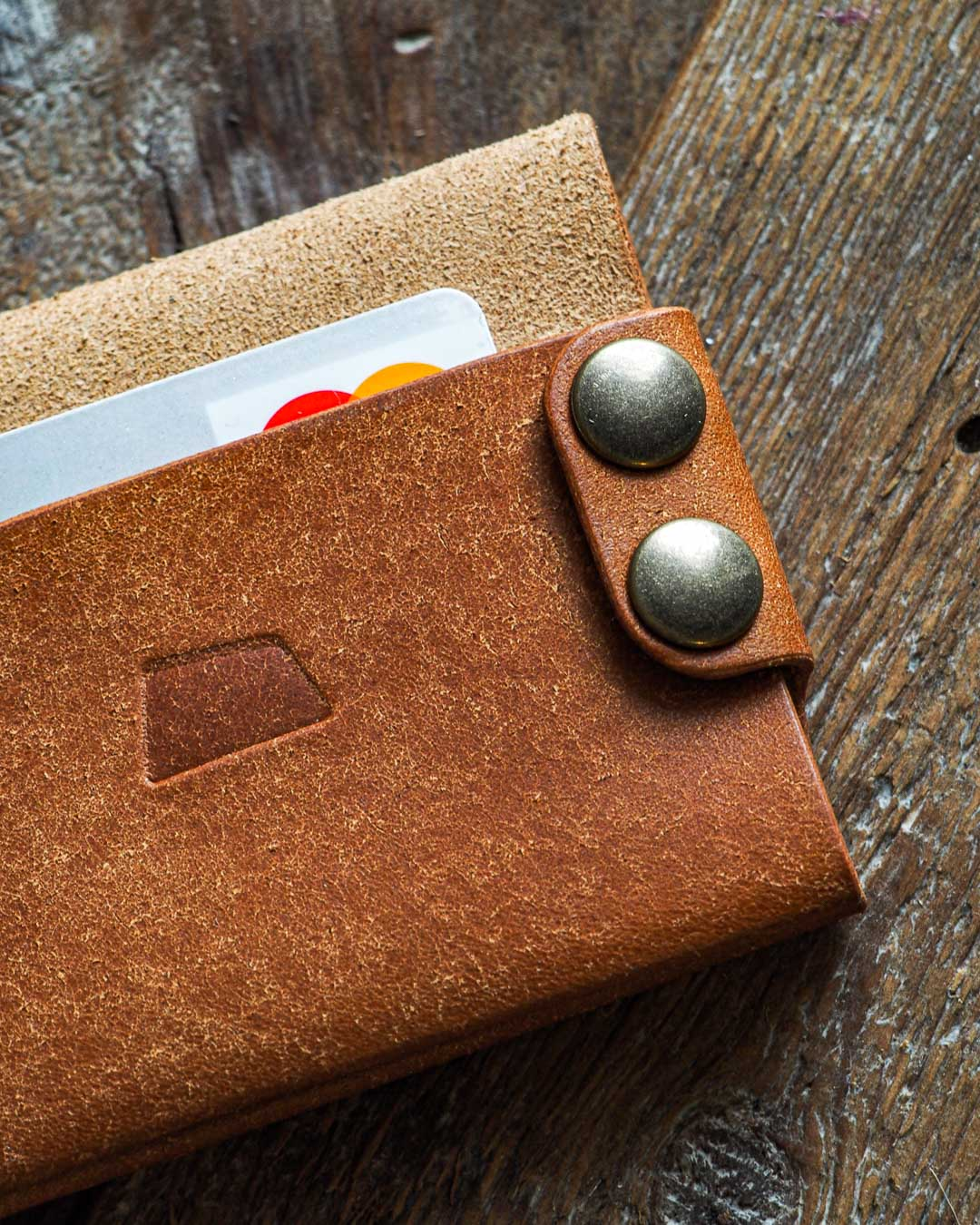 Luava handmade leather wallet handcrafted card holder cardholder made in finland flat badalassi carlo pueblo cognac detail button closed