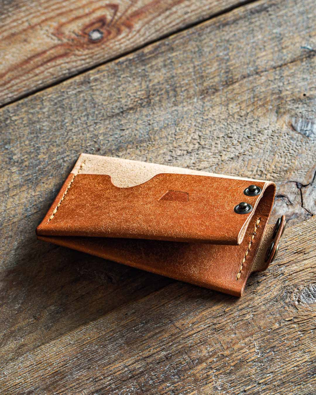 Luava handmade leather wallet handcrafted card holder cardholder made in finland flat badalassi carlo pueblo cognac front open angle