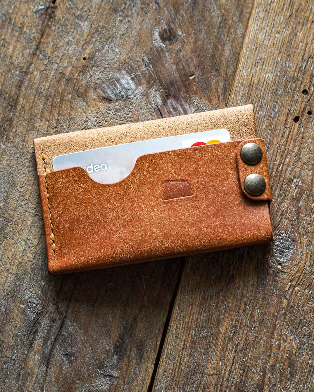 Luava handmade leather wallet handcrafted card holder cardholder made in finland flat badalassi carlo pueblo cognac front in use