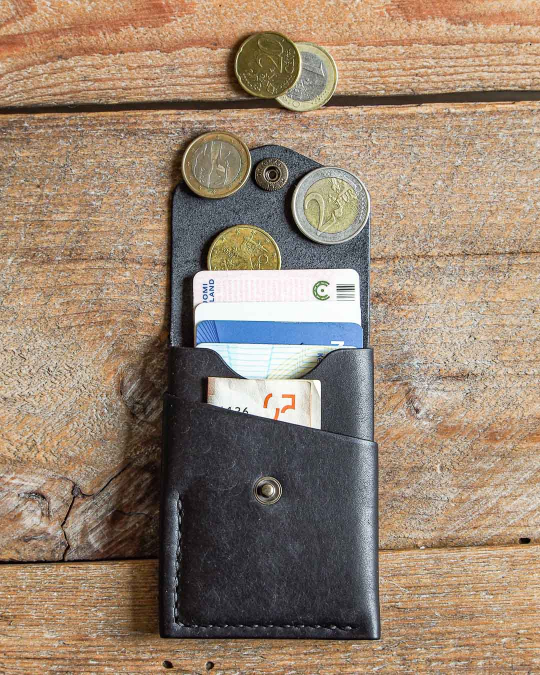Luava handmade leather wallet handcrafted card holder cardholder made in finland overfold pueblo black front open in use