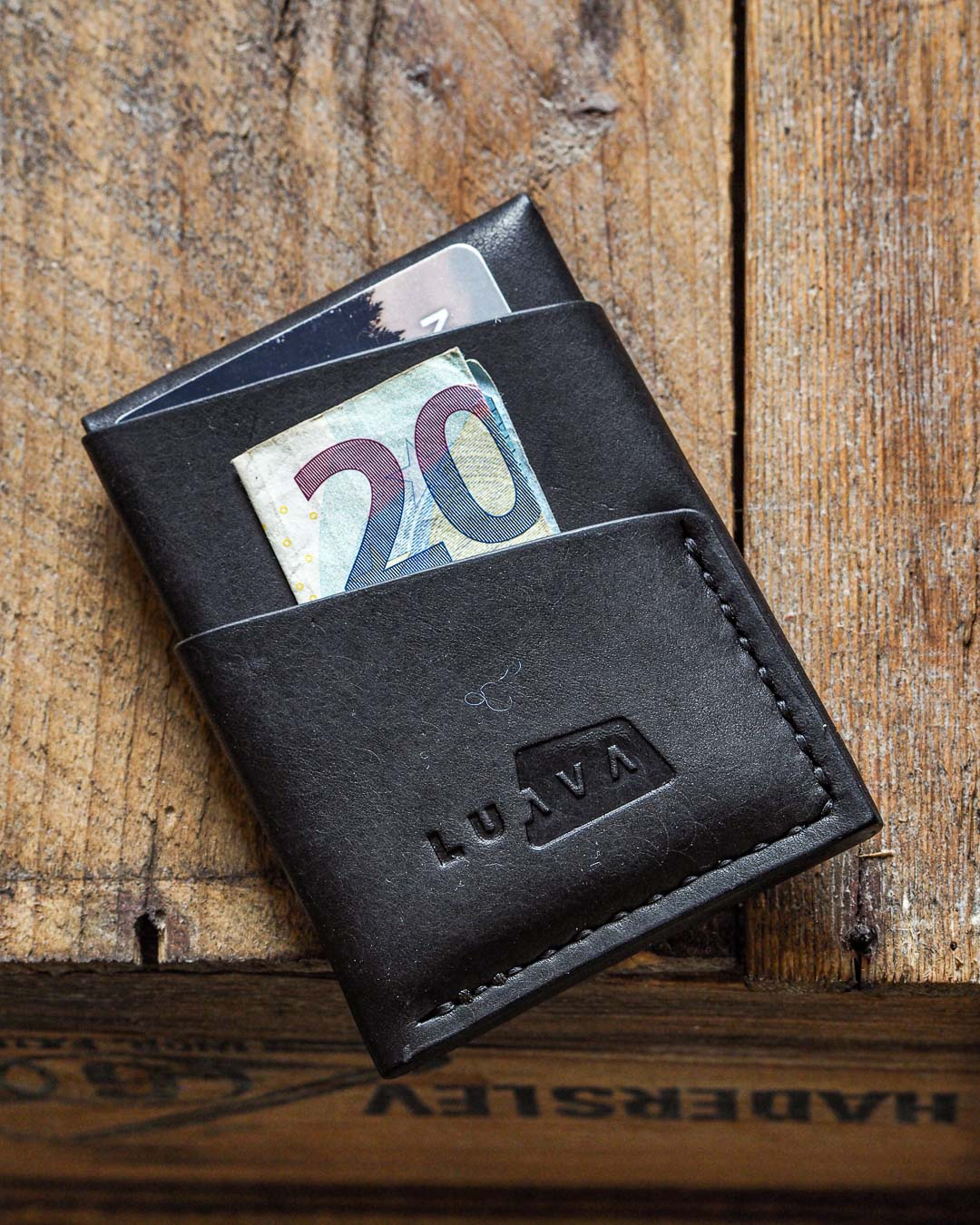 Luava handmade leather wallet handcrafted card holder cardholder made in finland overfold pueblo black back angle