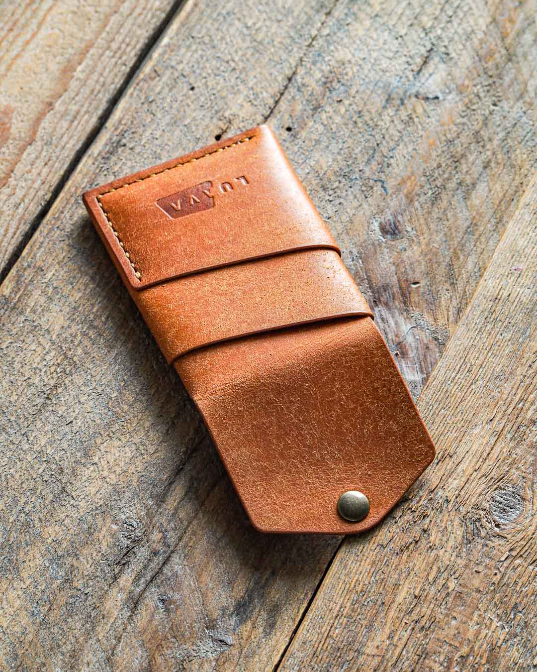 Luava handmade leather wallet handcrafted card holder cardholder made in finland overfold badalassi carlo pueblo cognac back open angle