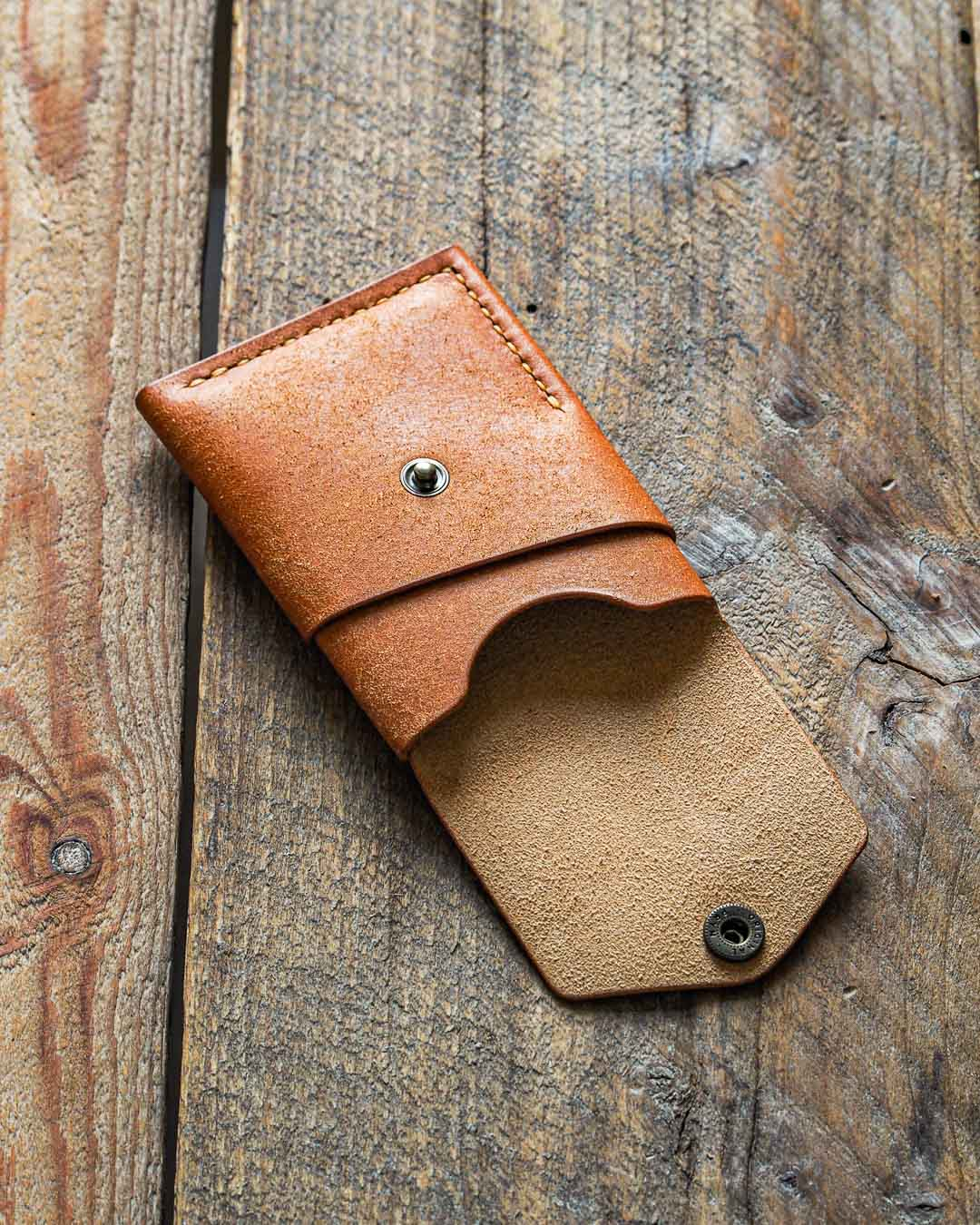 Luava handmade leather wallet handcrafted card holder cardholder made in finland overfold badalassi carlo pueblo cognac front open angle
