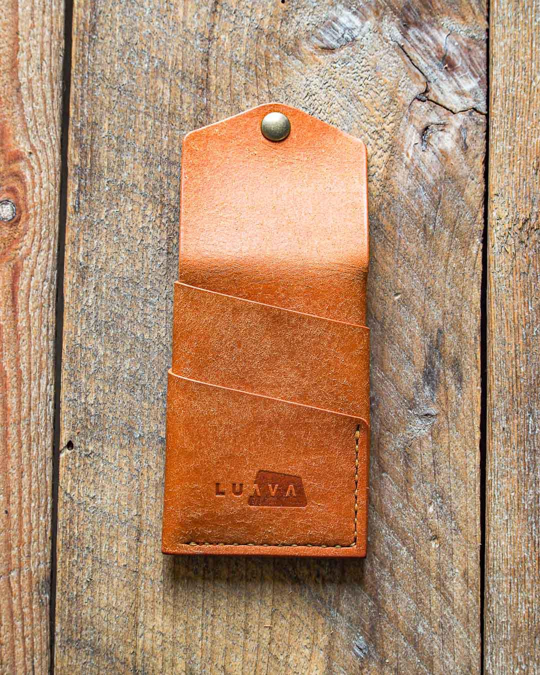 Luava handmade leather wallet handcrafted card holder cardholder made in finland overfold badalassi carlo pueblo cognac back open