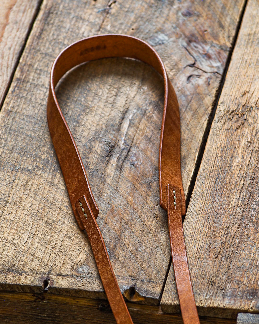 Luava handcrafted leather camera strap wide neckpad pueblo cognac detail