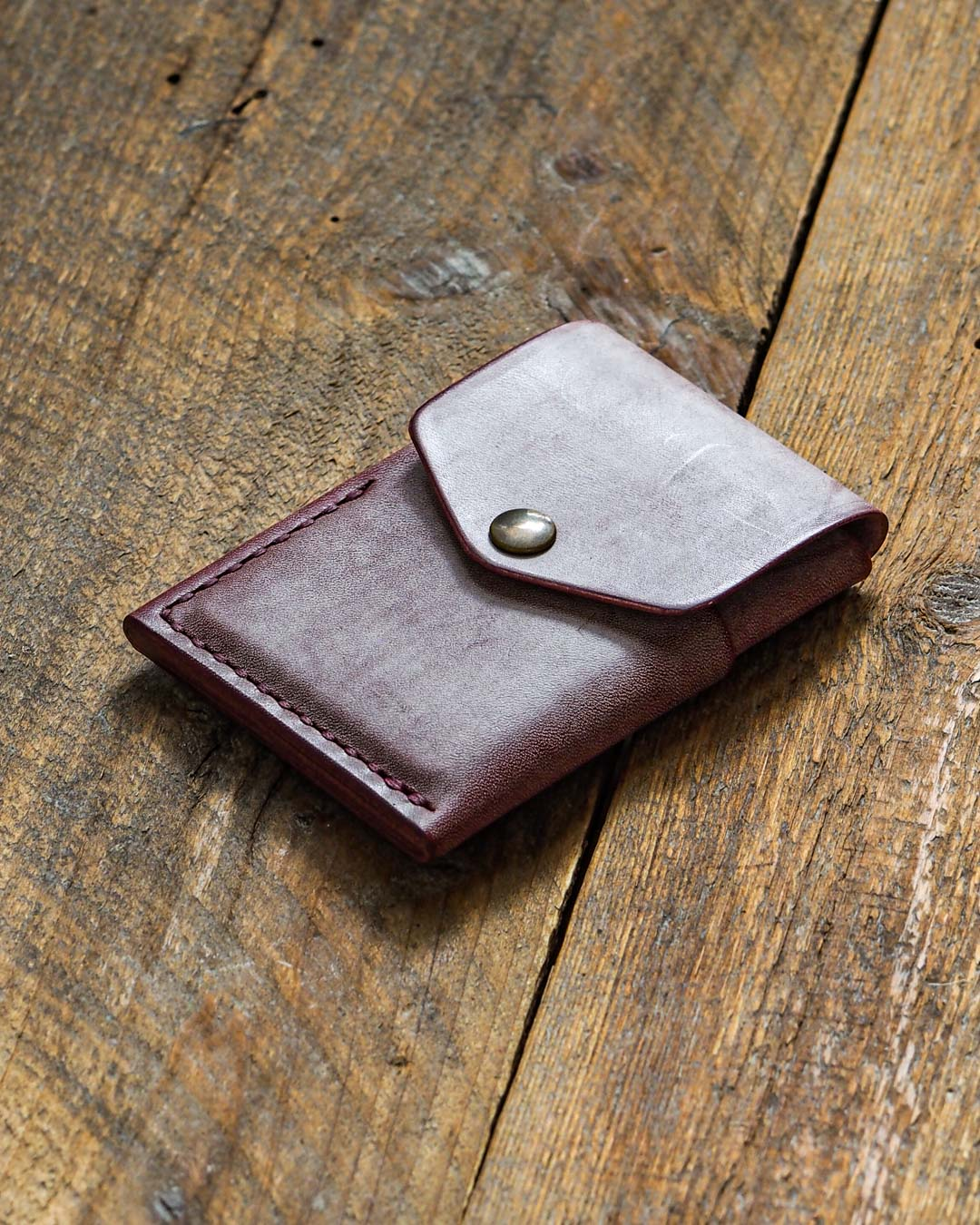 Luava handcrafted leather overfold wallet ghost burgundy conceria la bretagna cardholder card holder handmade in finland angle front
