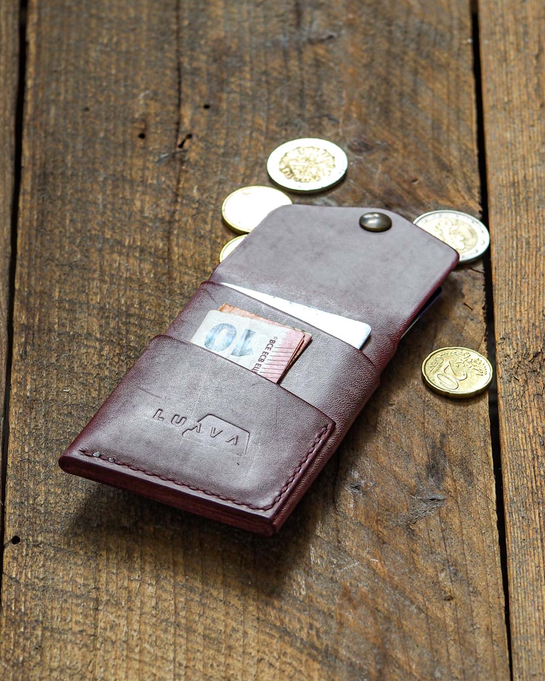 Luava handcrafted leather overfold wallet ghost burgundy conceria la bretagna cardholder card holder handmade in finland back open in use