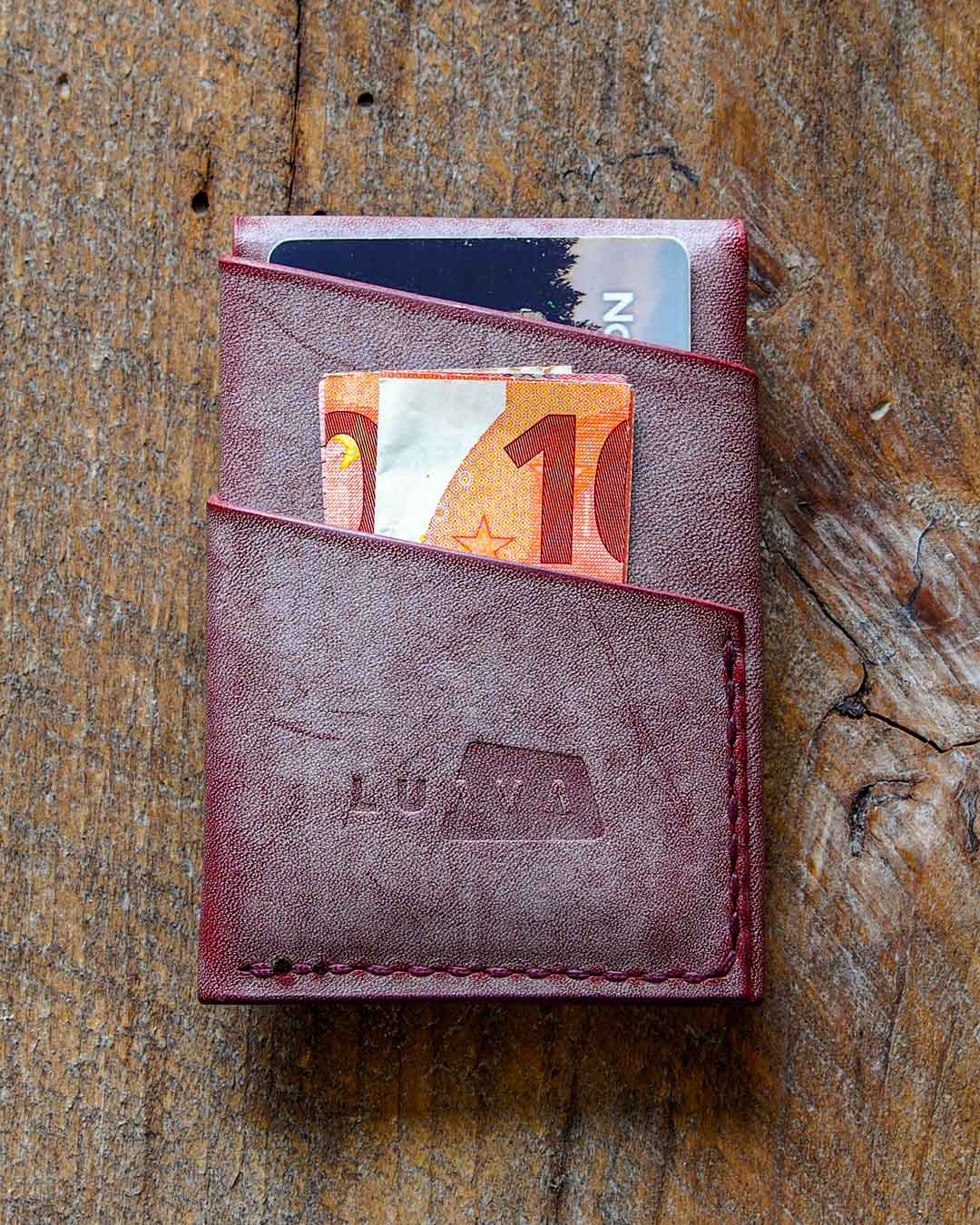 Luava handcrafted leather overfold wallet ghost burgundy conceria la bretagna cardholder card holder handmade in finland back closed in use