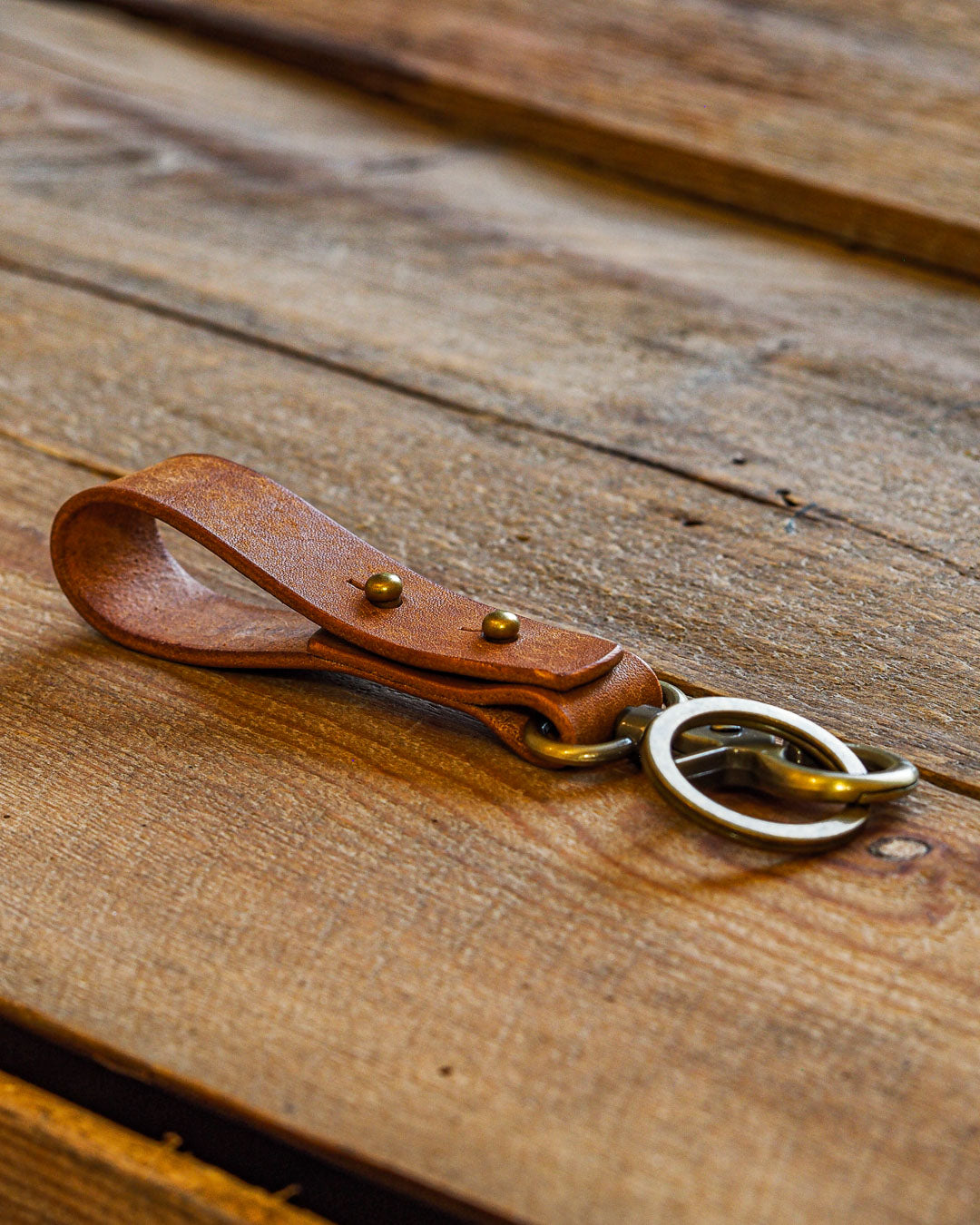 Luava handcrafted leather key fob double vegetable tanned keychain brass keyring clasp metal stud badalassi carlo pueblo leather handmade in finland cognac angle