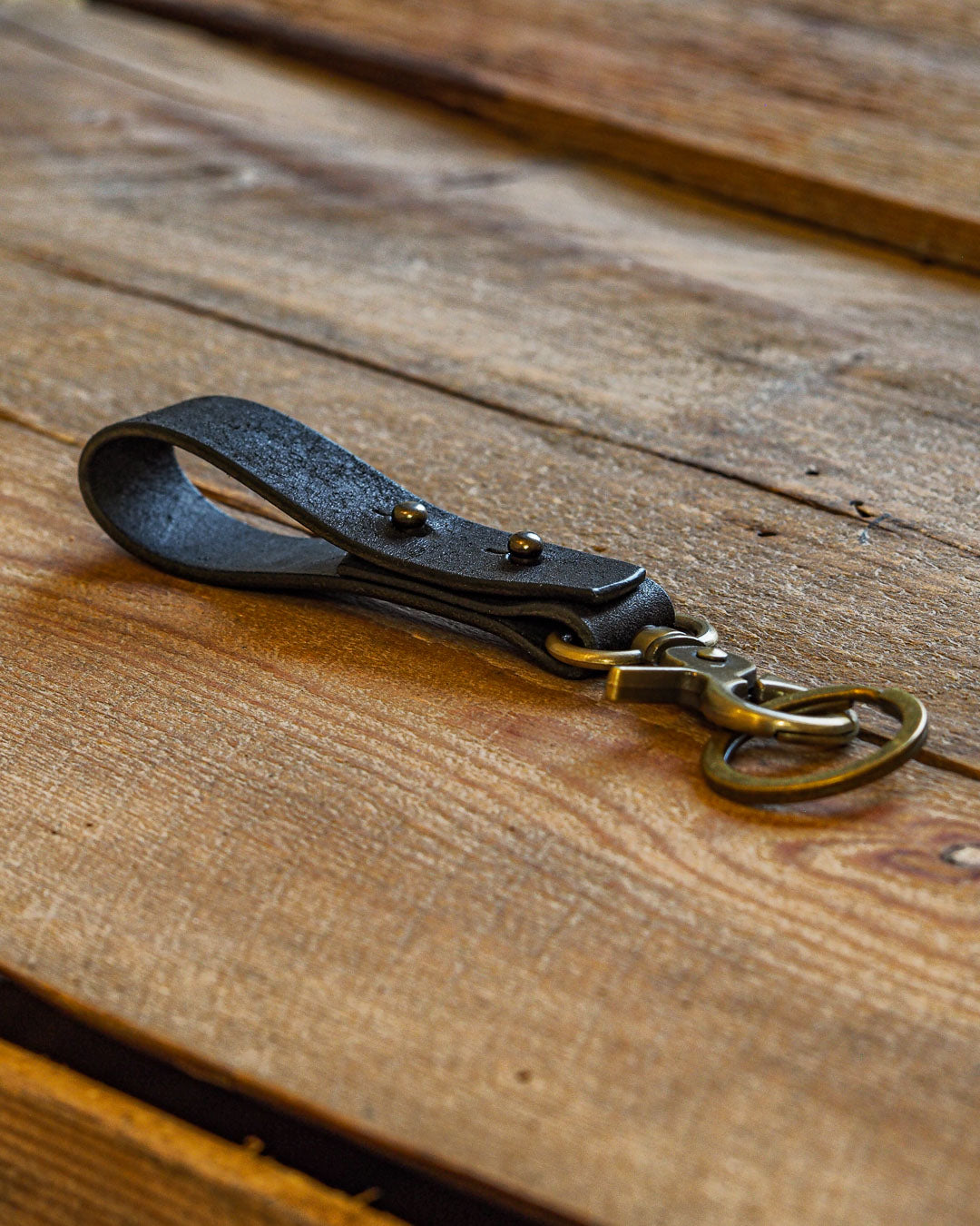 Luava handcrafted leather key fob double vegetable tanned keychain brass keyring clasp metal stud badalassi carlo pueblo leather handmade in finland black angle