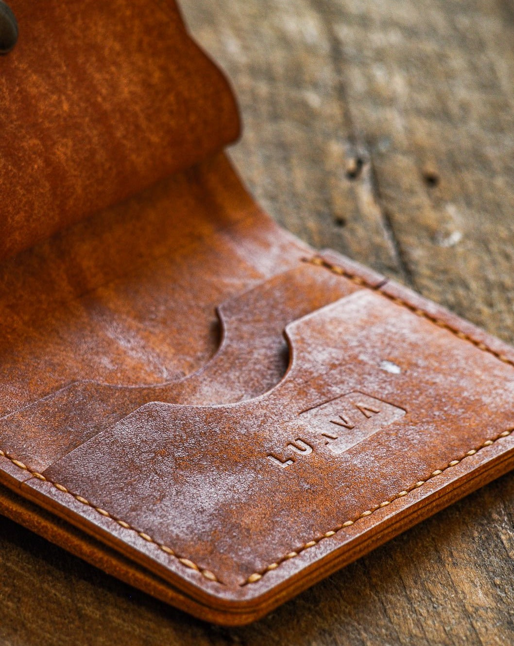 Luava handmade leather wallet KOLOSS pine card holder cardholder handcrafted pecos raw whiskey front open logo detail