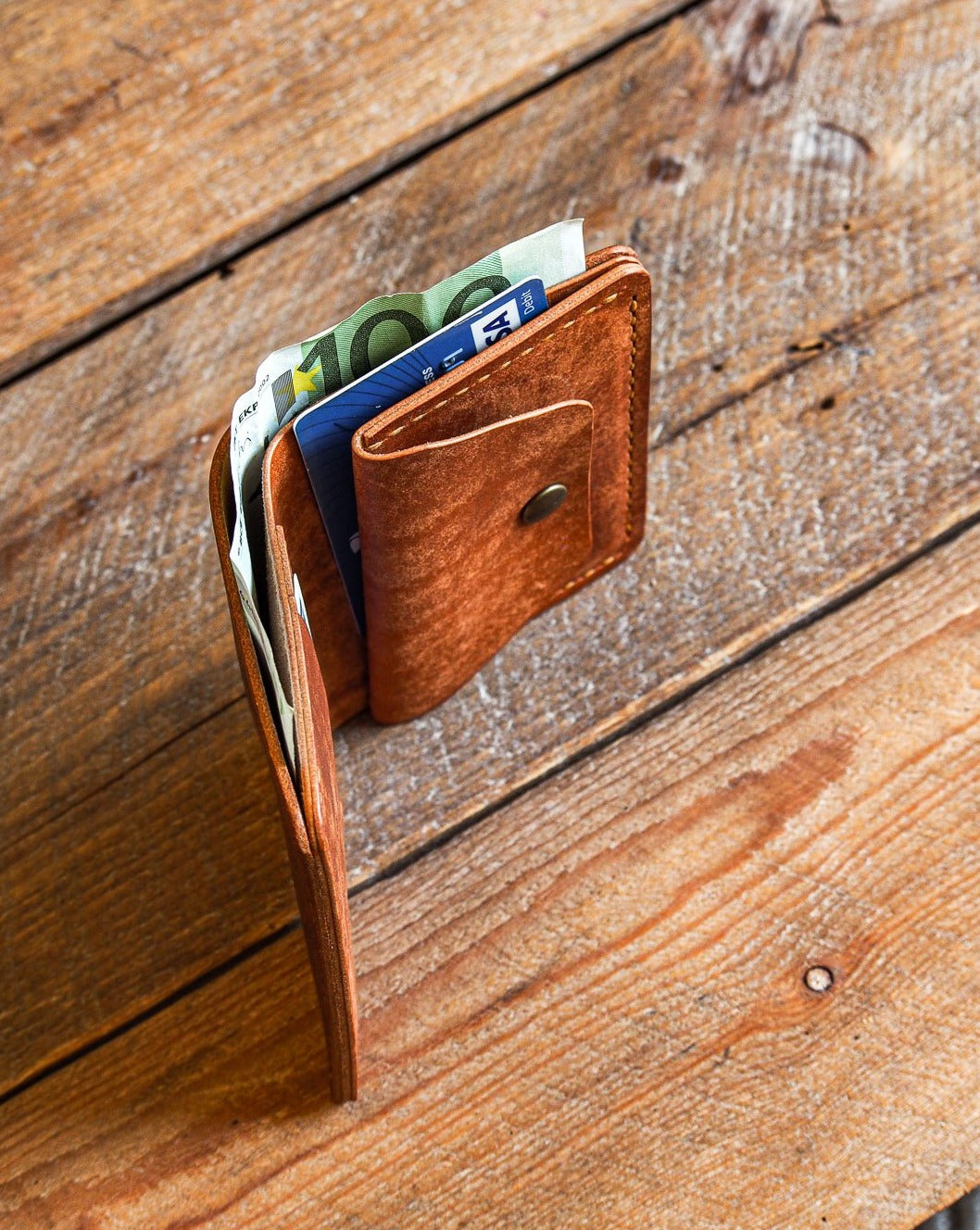 Luava handmade leather wallet KOLOSS pine card holder cardholder handcrafted pecos raw whiskey front open in use angle