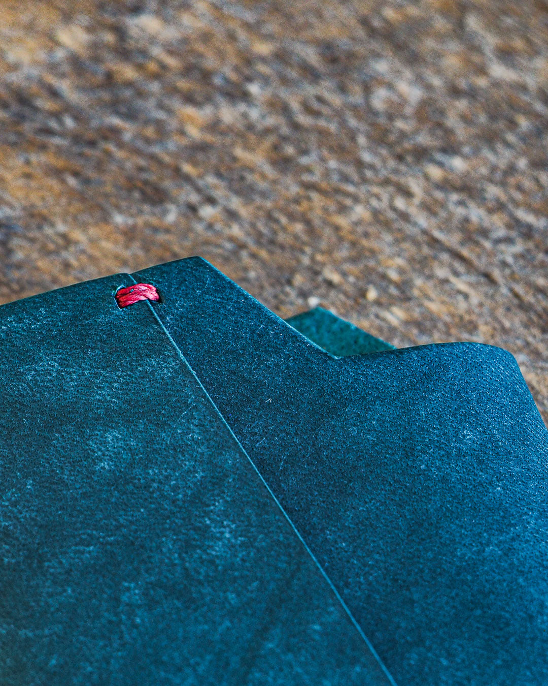 Luava handmade leather wallet handcrafted card holder wrap cardholder made in finland vortex maya turquoise front detail