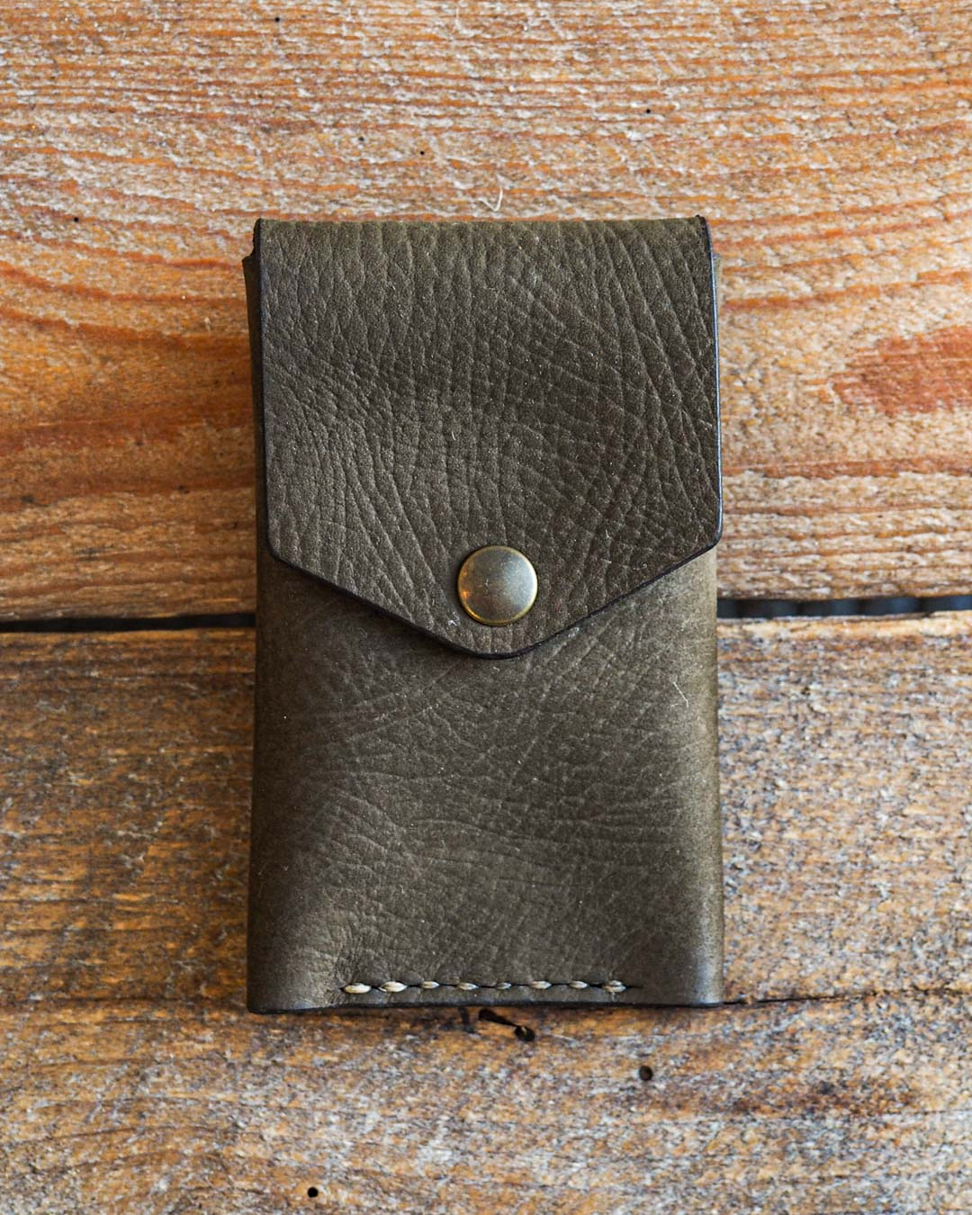 Luava handcrafted leather wallet premium moss front