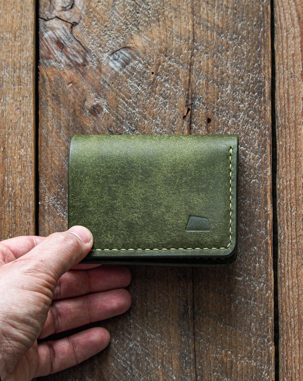 Luava handmade leather wallet NERO pine card holder cardholder handcrafted pueblo olive back closed