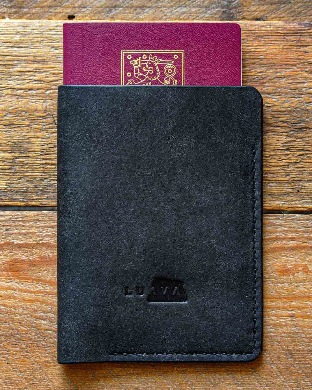 Luava leather passport cover pueblo black in use