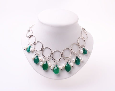 Emeralds, silver and pearls necklace