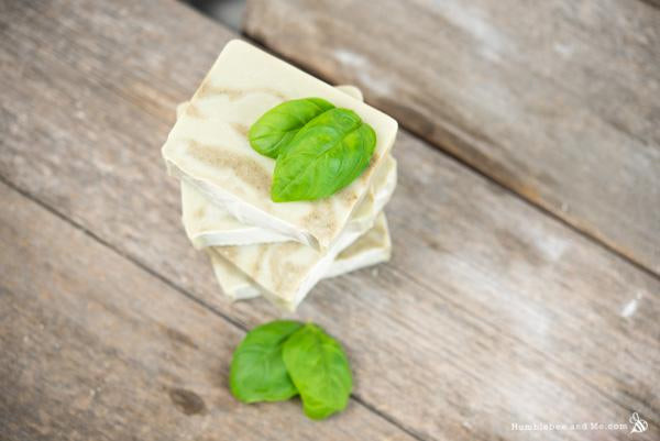 Make your own soap with Click & Grow basil #DIY