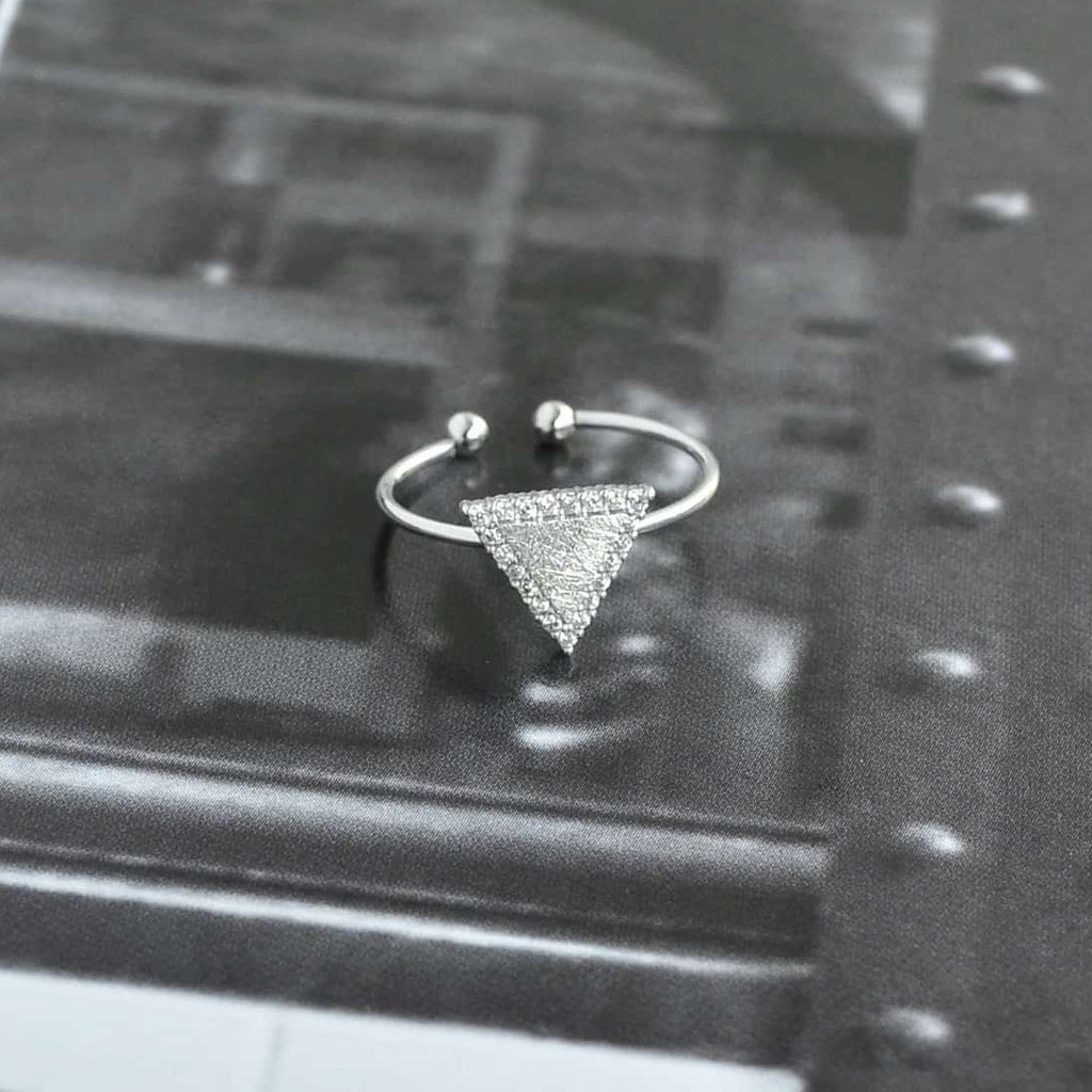 Triangle Diamantée Silver Ring