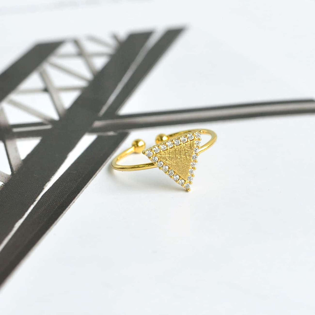 Triangle Diamantée Gold Ring