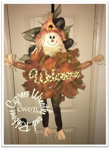 WR2122 - Raffia Scarecrow Wreath with Welcome Sign