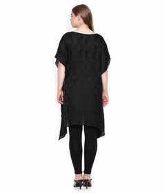 Qurvii Embellished neck kaftan Dress