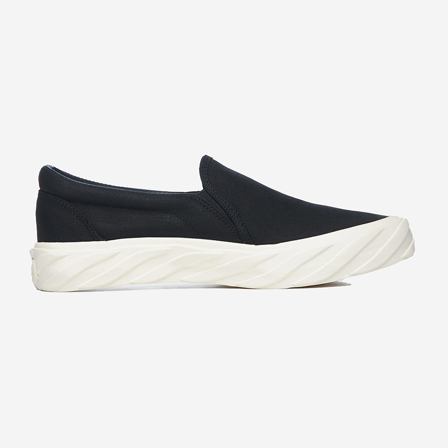 AGE (ACROSS TO GENUINE ERA) - ON Slip On Canvas Sneakers - Black