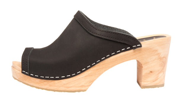 Cape Clogs Flicka in Black (WOMENS)