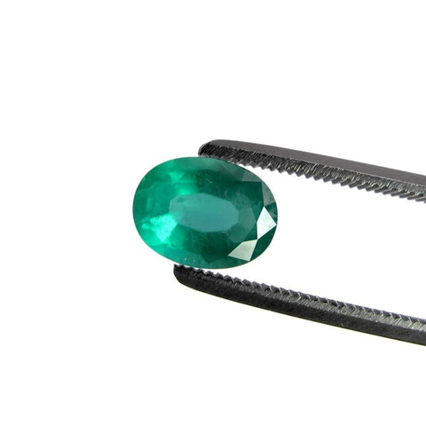 emerald green oval cut gemstone 8x6mm
