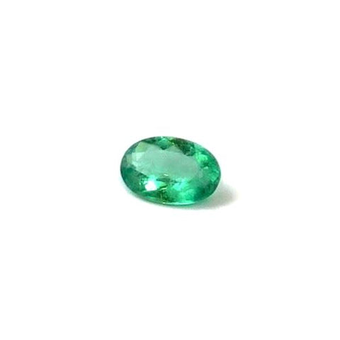 Emerald oval cut - 9 x 6 mm