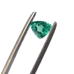 Emerald free form/trillion cut - 5 x 6 mm