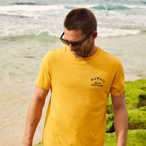 Reyn Spooner WAVE RIDER GRAPHIC TEE in GOLDEN APRICOT