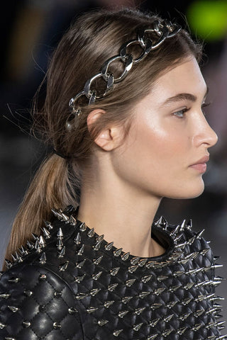 https://www.harpersbazaar.com/uk/beauty/hair/g26820545/autumn-winter-hair-trends/?slide=20