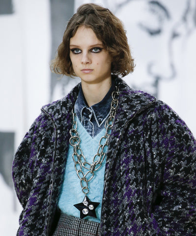 http://www.birikbutik.com/the-big-chain-necklace-at-the-miu-miu-fallwinter-2018-2019-show/?lang=en