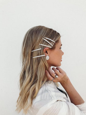 https://karaslifestylefiles.com/2019/02/26/how-to-wear-the-hair-clip-trend-without-looking-like-you-stepped-straight-out-of-the-90s/