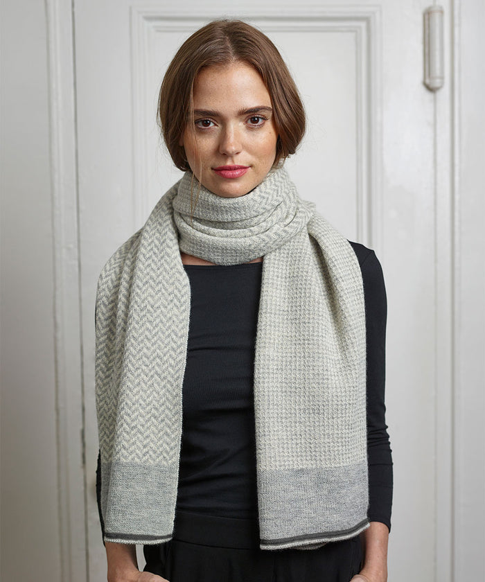 Hudson Scarf in Gray/Ivory