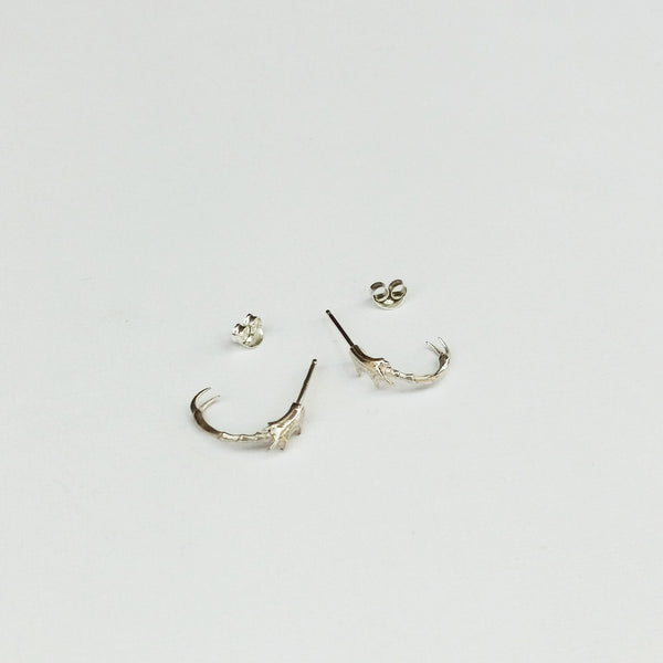 Insect leg hoop earrings (silver)